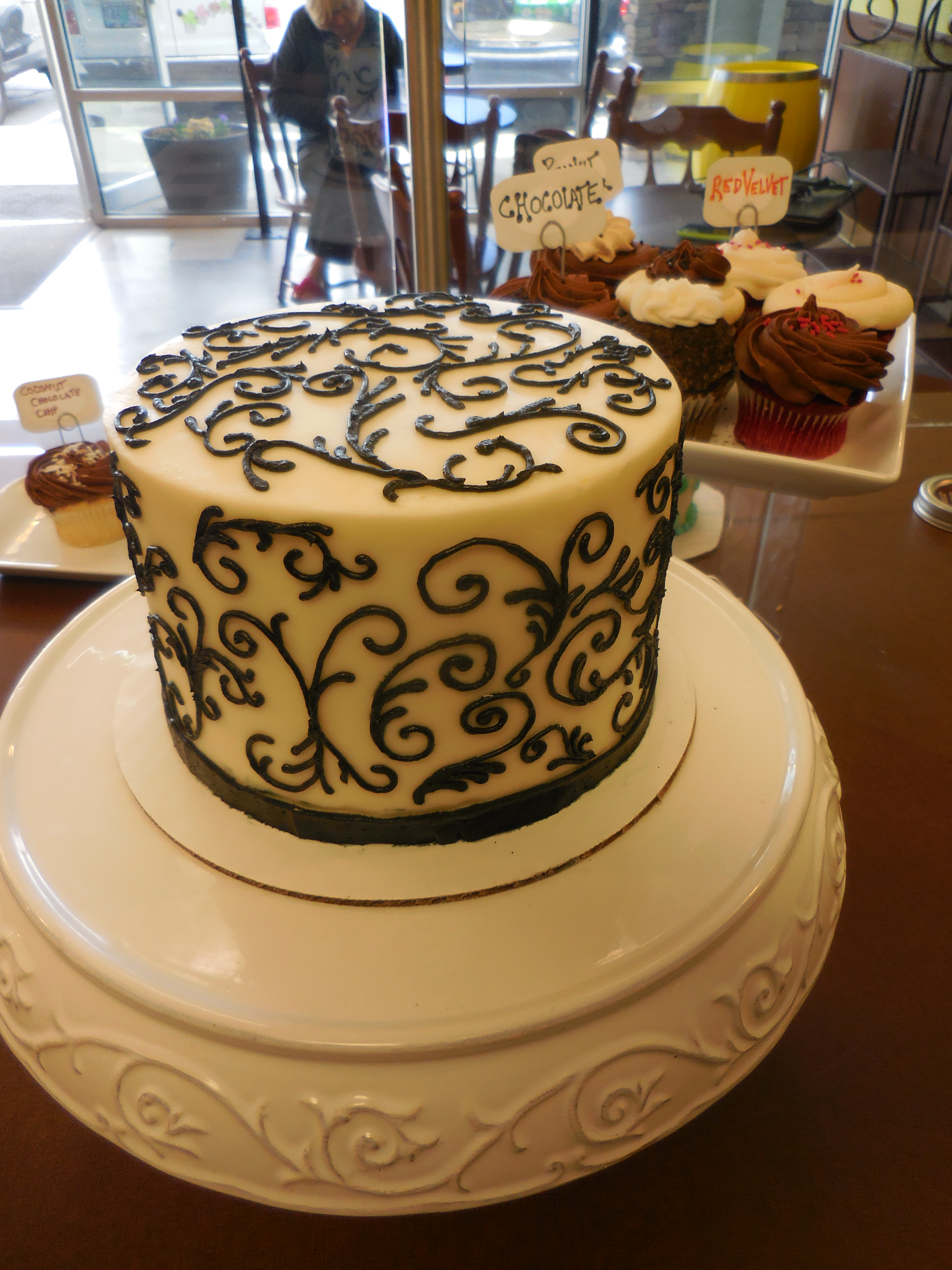 Custom Decorated Cakes - Ida's Cupcake Cafe