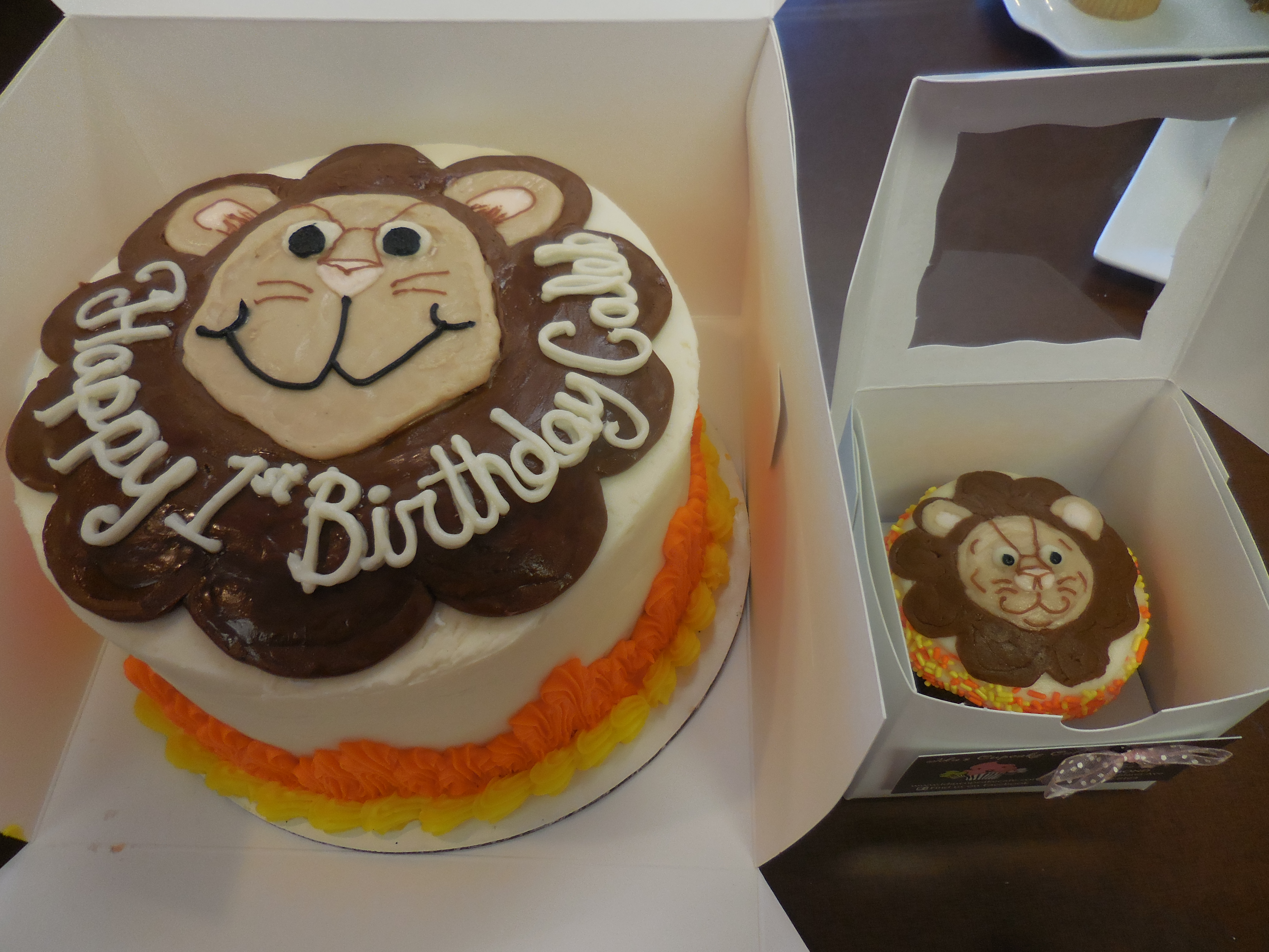 lion cake with smash cake - Decorated Cakes