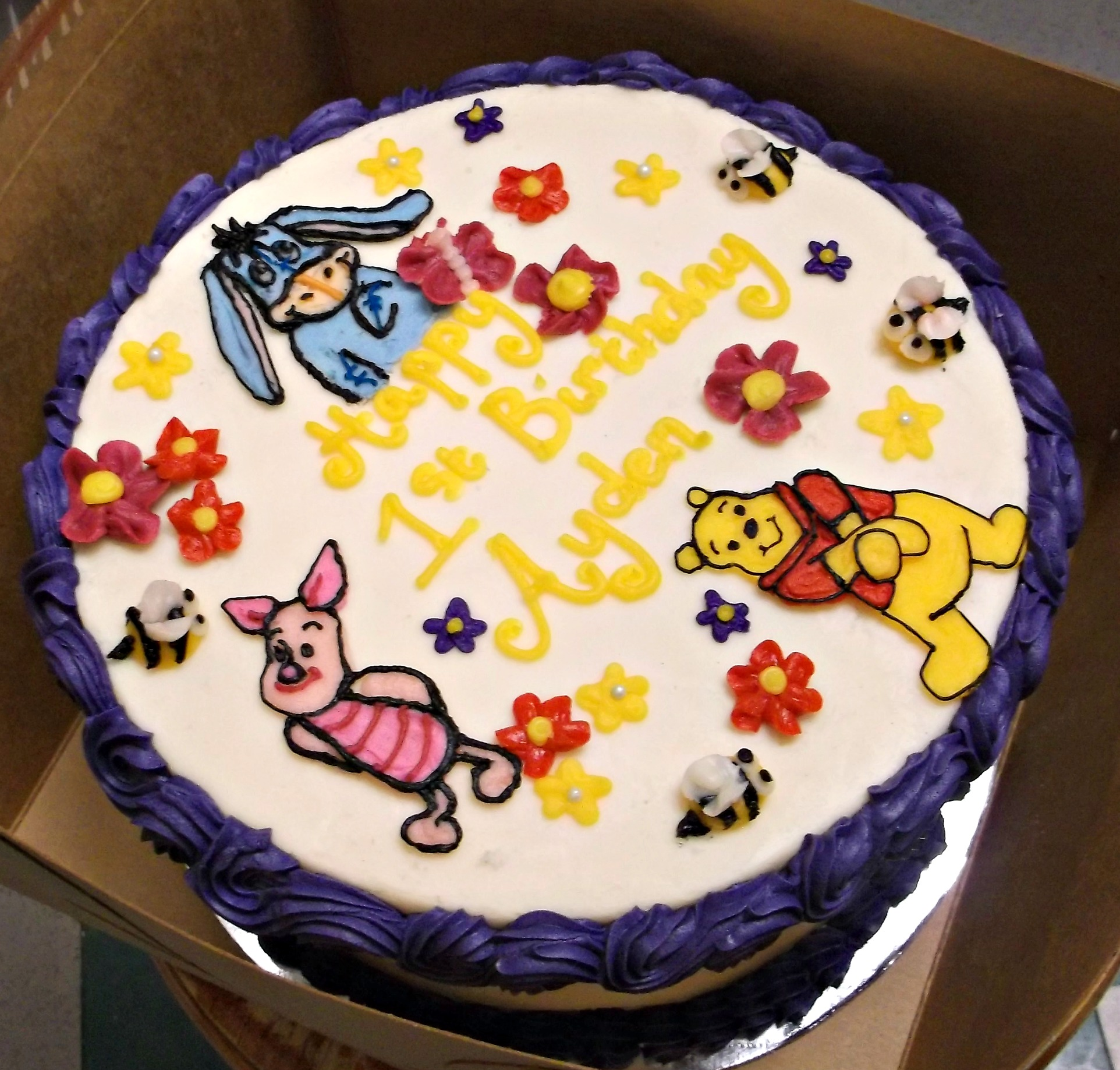 winnie poo cake - Decorated Cakes