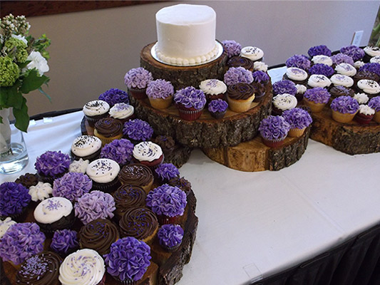 Purple Hydrangea Flower Wedding Cupcakes for a Central Oregon Summer Wedding.