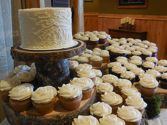 August 2015 Wedding, featuring rose swirl cupcakes and a Central Oregon Skyline Filligree Wedding Cake.